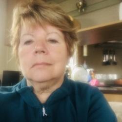 Glenys (66)