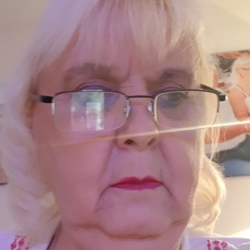 Gloria (70)