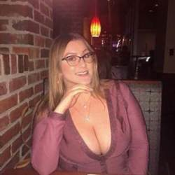 Hannah is looking for singles for a date