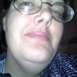 Roxanne is looking for singles for a date