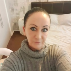 Donna is looking for singles for a date
