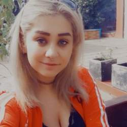 Iuliana is looking for singles for a date