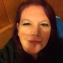 Aileen is looking for singles for a date