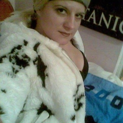 Dominyka is looking for singles for a date