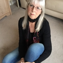 Roz is looking for singles for a date