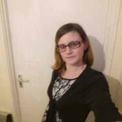 Emmaem is looking for singles for a date