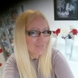 Jan is looking for singles for a date