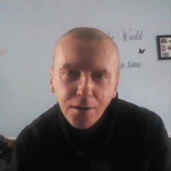 Lukasz is looking for singles for a date