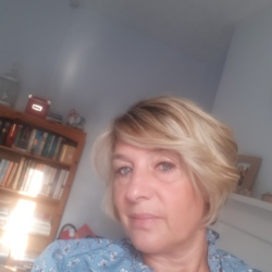 Beverley is looking for singles for a date