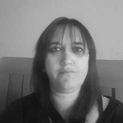 Angela (41)