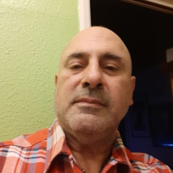 Silvio is looking for singles for a date