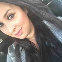 Zahra is looking for singles for a date