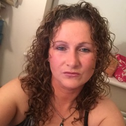 Nadia is looking for singles for a date