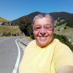 Oreste is looking for singles for a date