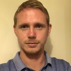 Tom (32)