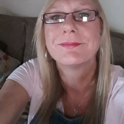 Jinny is looking for singles for a date