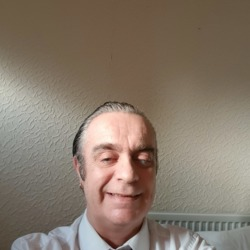 Maurice is looking for singles for a date