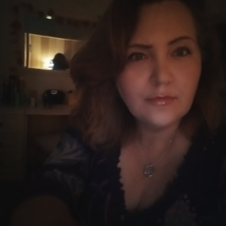 Marijke is looking for singles for a date