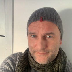 Giuseppe is looking for singles for a date