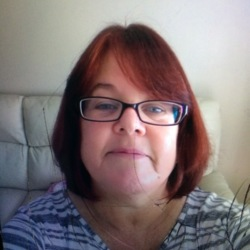 Fiona is looking for singles for a date